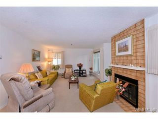 Photo 3: 105 1110 Oscar St in VICTORIA: Vi Fairfield West Condo Apartment for sale (Victoria)  : MLS®# 719434