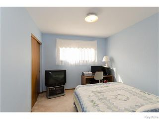 Photo 11: 218 Whitegates Crescent in Winnipeg: Westwood / Crestview Residential for sale (West Winnipeg)  : MLS®# 1605773