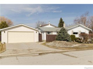 Photo 2: 218 Whitegates Crescent in Winnipeg: Westwood / Crestview Residential for sale (West Winnipeg)  : MLS®# 1605773