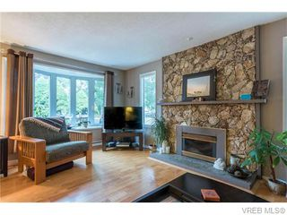 Photo 4: 1907 Cultra Avenue in SAANICHTON: CS Saanichton Single Family Detached for sale (Central Saanich)  : MLS®# 371379