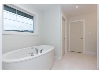 Photo 12: 819 Ashbury Ave in VICTORIA: La Olympic View House for sale (Langford)  : MLS®# 746742