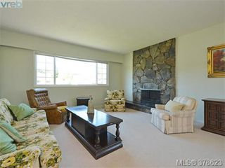 Photo 2: 267 Portsmouth Dr in VICTORIA: Co Lagoon House for sale (Colwood)  : MLS®# 760391