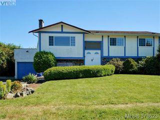 Photo 1: 267 Portsmouth Dr in VICTORIA: Co Lagoon Single Family Detached for sale (Colwood)  : MLS®# 760391