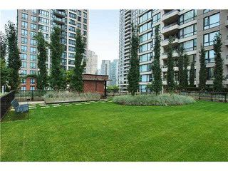 "Photo 20: 2308 928 HOMER Street in Vancouver: Yaletown Condo for sale in ""YALETOWN PARK"" (Vancouver West)  : MLS®# R2181999"