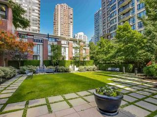 "Photo 19: 2308 928 HOMER Street in Vancouver: Yaletown Condo for sale in ""YALETOWN PARK"" (Vancouver West)  : MLS®# R2181999"