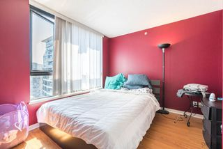 "Photo 6: 2308 928 HOMER Street in Vancouver: Yaletown Condo for sale in ""YALETOWN PARK"" (Vancouver West)  : MLS®# R2181999"