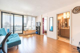 "Photo 3: 2308 928 HOMER Street in Vancouver: Yaletown Condo for sale in ""YALETOWN PARK"" (Vancouver West)  : MLS®# R2181999"