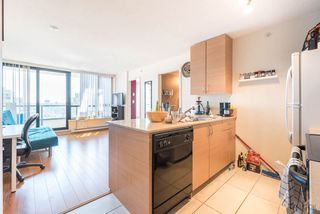"Photo 13: 2308 928 HOMER Street in Vancouver: Yaletown Condo for sale in ""YALETOWN PARK"" (Vancouver West)  : MLS®# R2181999"
