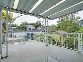 Photo 11: 1928 VENABLES STREET in Vancouver: Grandview VE House for sale (Vancouver East)  : MLS®# R2180121