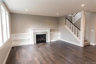 Photo 2: 1110 Braelyn Pl in VICTORIA: La Olympic View House for sale (Langford)  : MLS®# 774561