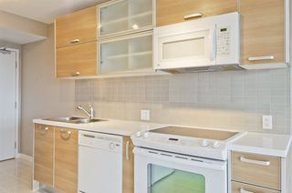 "Photo 4: 1705 13688 100 Avenue in Surrey: Whalley Condo for sale in ""PARK PLACE 1"" (North Surrey)  : MLS®# R2231363"