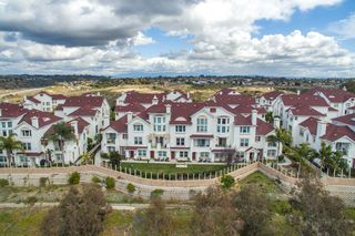 Photo 2: OCEANSIDE Townhome for sale : 3 bedrooms : 825 Harbor Cliff Way #269