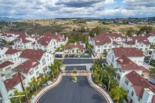 Photo 3: OCEANSIDE Townhome for sale : 3 bedrooms : 825 Harbor Cliff Way #269