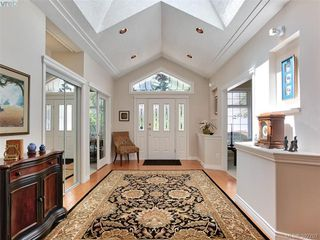 Photo 2: 1057 Losana Pl in BRENTWOOD BAY: CS Brentwood Bay House for sale (Central Saanich)  : MLS®# 789243