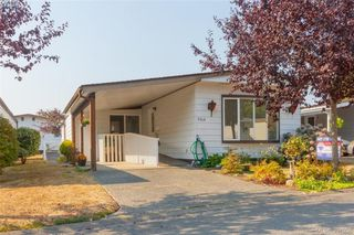 Photo 2: 9364 Trailcreek Drive in SIDNEY: Si Sidney South-West Manu Single-Wide for sale (Sidney)  : MLS®# 397956