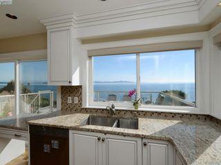 Photo 7: 5489 Parker Avenue in VICTORIA: SE Cordova Bay Single Family Detached for sale (Saanich East)  : MLS®# 400355