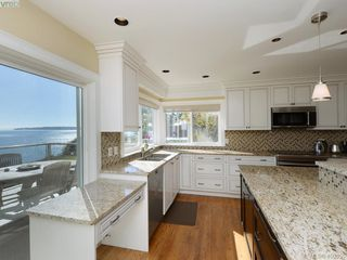 Photo 5: 5489 Parker Avenue in VICTORIA: SE Cordova Bay Single Family Detached for sale (Saanich East)  : MLS®# 400355