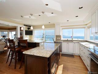 Photo 4: 5489 Parker Avenue in VICTORIA: SE Cordova Bay Single Family Detached for sale (Saanich East)  : MLS®# 400355
