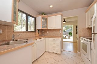 Photo 3: 3692 OXFORD Street in Port Coquitlam: Glenwood PQ House for sale : MLS®# R2351603