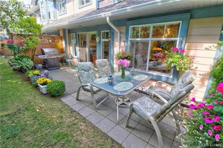 Photo 4: 112 632 Goldstream Avenue in VICTORIA: La Fairway Row/Townhouse for sale (Langford)  : MLS®# 412973