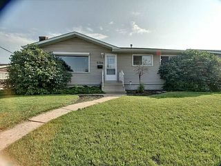 Photo 1: 5724 90 Avenue in Edmonton: Zone 18 House for sale : MLS®# E4166122