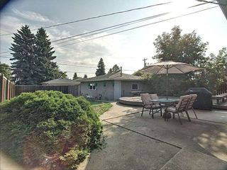 Photo 2: 5724 90 Avenue in Edmonton: Zone 18 House for sale : MLS®# E4166122