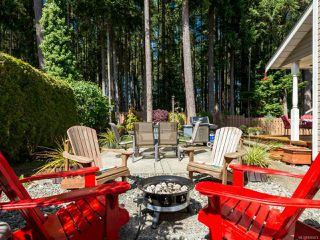 Photo 2: 1562 MULBERRY Lane in COMOX: CV Comox (Town of) House for sale (Comox Valley)  : MLS®# 826474