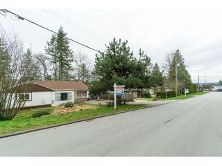 "Photo 18: 5858 172A Street in Surrey: Cloverdale BC House for sale in ""Cloverdale"" (Cloverdale)  : MLS®# R2432052"