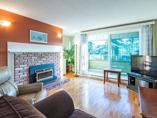 Photo 3: 304 2250 Manor Pl in COMOX: CV Comox (Town of) Condo for sale (Comox Valley)  : MLS®# 832760