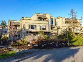 Photo 1: 304 2250 Manor Pl in COMOX: CV Comox (Town of) Condo for sale (Comox Valley)  : MLS®# 832760