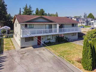 Photo 2: 5873 172A Street in Surrey: Cloverdale BC 1/2 Duplex for sale (Cloverdale)  : MLS®# R2497442
