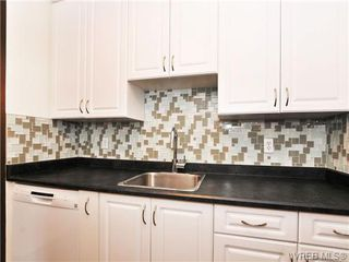 Photo 8: 205 1040 Rockland Avenue in VICTORIA: Vi Downtown Condo Apartment for sale (Victoria)  : MLS®# 335991