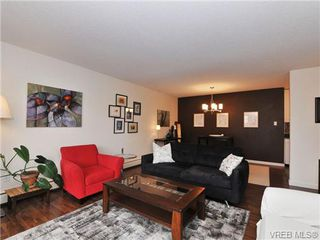 Photo 3: 205 1040 Rockland Avenue in VICTORIA: Vi Downtown Condo Apartment for sale (Victoria)  : MLS®# 335991