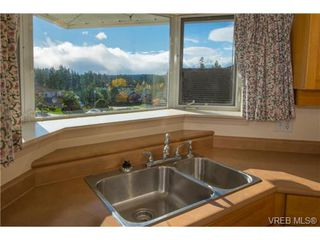Photo 4: 2318 Francis View Drive in VICTORIA: VR View Royal Single Family Detached for sale (View Royal)  : MLS®# 344304