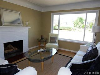 Photo 2: 1139 Wychbury Ave in VICTORIA: Es Saxe Point House for sale (Esquimalt)  : MLS®# 706189