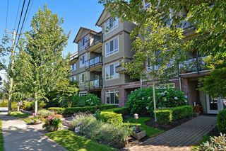 "Photo 2: 301 15368 17A Avenue in Surrey: King George Corridor Condo for sale in ""OCEAN WYNDE"" (South Surrey White Rock)  : MLS®# R2098503"