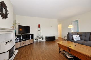 Photo 3: 2 1 - 45328 PARK Drive in Chilliwack: Chilliwack W Young-Well Duplex for sale : MLS®# R2101852