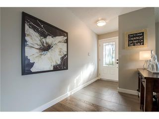 Photo 2: 5516 SILVERDALE Drive NW in Calgary: Silver Springs House for sale : MLS®# C4098908