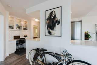 "Photo 2: 204 444 LONSDALE Avenue in North Vancouver: Lower Lonsdale Condo for sale in ""Royal Kensington"" : MLS®# R2193897"