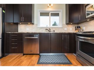 Photo 9: 15721 RUSSELL Avenue: White Rock House for sale (South Surrey White Rock)  : MLS®# R2246599