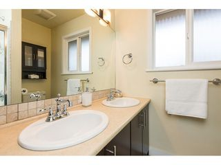 Photo 12: 15721 RUSSELL Avenue: White Rock House for sale (South Surrey White Rock)  : MLS®# R2246599