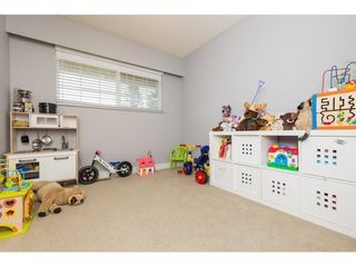 Photo 14: 15721 RUSSELL Avenue: White Rock House for sale (South Surrey White Rock)  : MLS®# R2246599