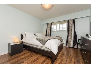Photo 11: 15721 RUSSELL Avenue: White Rock House for sale (South Surrey White Rock)  : MLS®# R2246599
