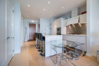 "Photo 7: 511 1633 ONTARIO Street in Vancouver: False Creek Condo for sale in ""KAYAK"" (Vancouver West)  : MLS®# R2257979"
