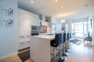 "Photo 5: 511 1633 ONTARIO Street in Vancouver: False Creek Condo for sale in ""KAYAK"" (Vancouver West)  : MLS®# R2257979"