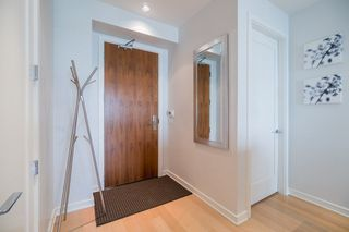 "Photo 3: 511 1633 ONTARIO Street in Vancouver: False Creek Condo for sale in ""KAYAK"" (Vancouver West)  : MLS®# R2257979"