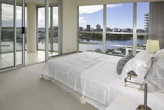 Photo 9: 1502 1228 MARINASIDE CRESCENT in Vancouver: Yaletown Condo for sale (Vancouver West)  : MLS®# R2255871