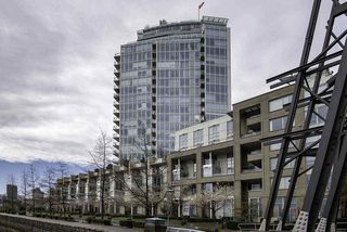 Photo 2: 1502 1228 MARINASIDE CRESCENT in Vancouver: Yaletown Condo for sale (Vancouver West)  : MLS®# R2255871