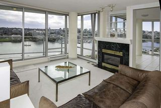 Photo 3: 1502 1228 MARINASIDE CRESCENT in Vancouver: Yaletown Condo for sale (Vancouver West)  : MLS®# R2255871