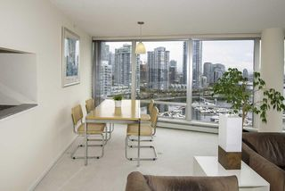 Photo 5: 1502 1228 MARINASIDE CRESCENT in Vancouver: Yaletown Condo for sale (Vancouver West)  : MLS®# R2255871